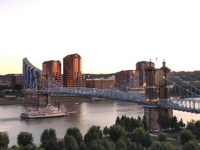 Enjoying the view while waiting to watch the Roebling Bring light up for #blinkcincinnati. . . . . . . . #cincinnati #interiordesignercincinnati #cincinnatiliving