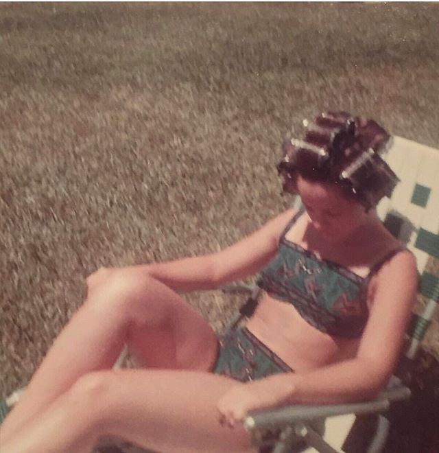 I'm thinking my mom had the right idea for hot summer days like today! ☀️ ⠀ ⠀ Love you mama- #themainmamie ⠀ ⠀ SHOPPING LIST:⠀ Adorable high waisted bikini⠀ Big ass rollers⠀ Folding lawn chair. ⠀ ⠀ Who's with me?? ⛱