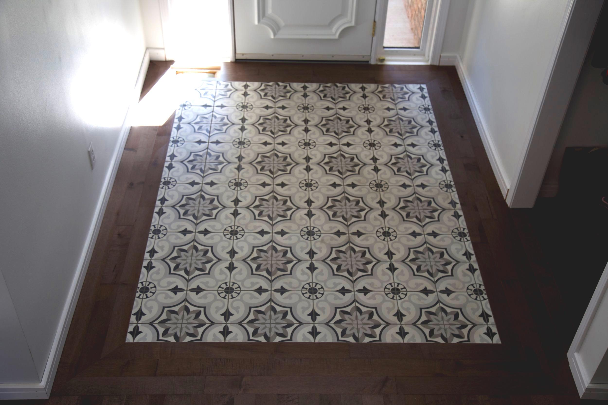 Hardwood & Tile Entrance