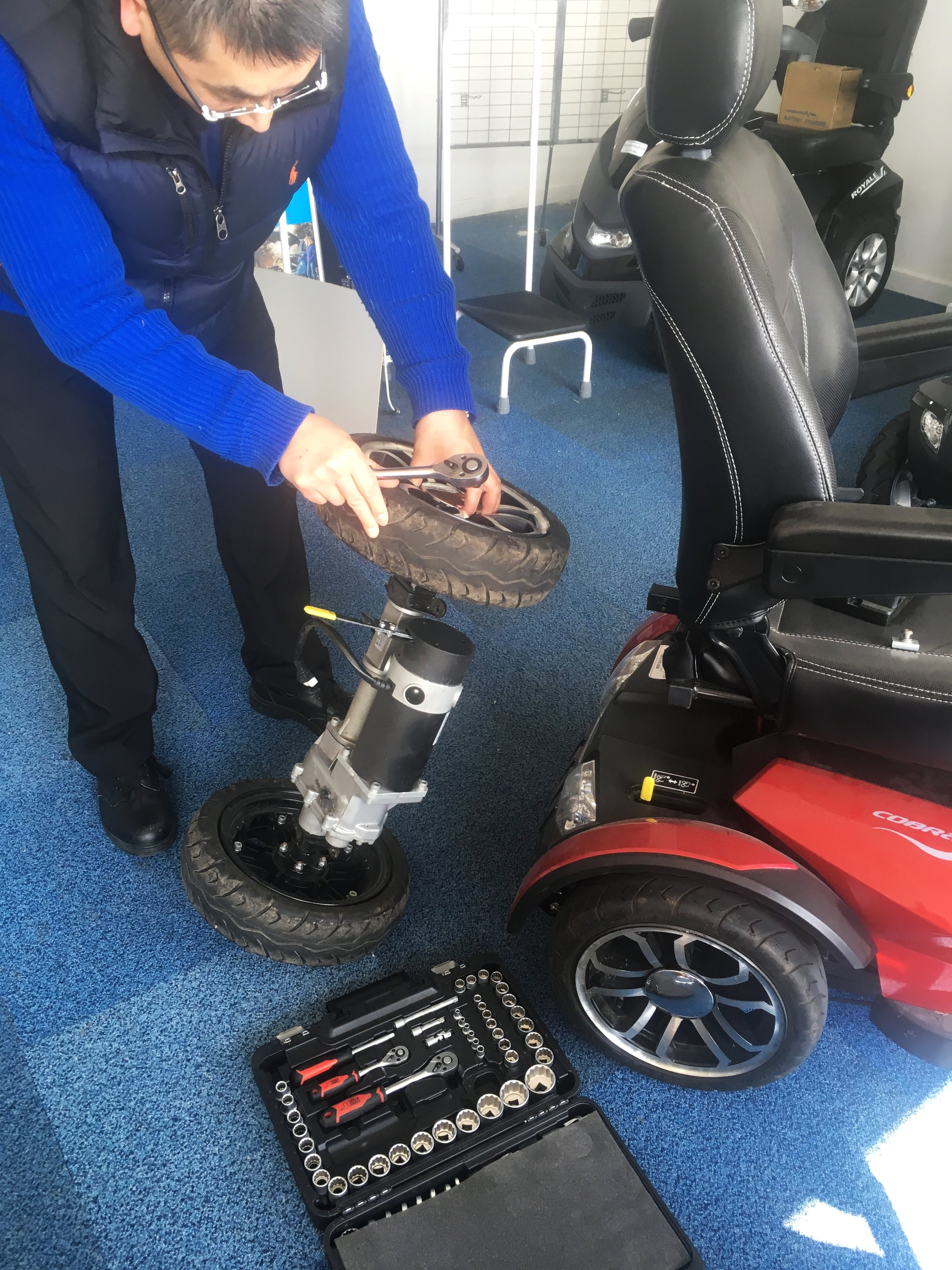 mobility-scooter-electric-wheelchair-battery-changes.jpg