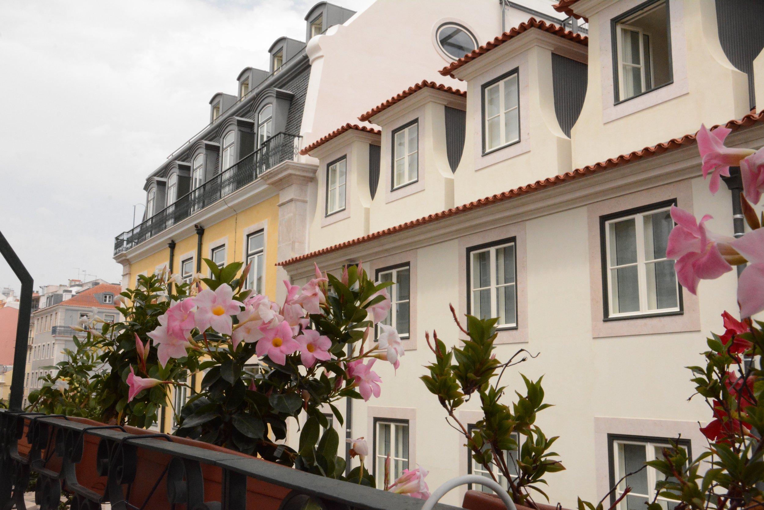 casinha das flores balcony.jpg