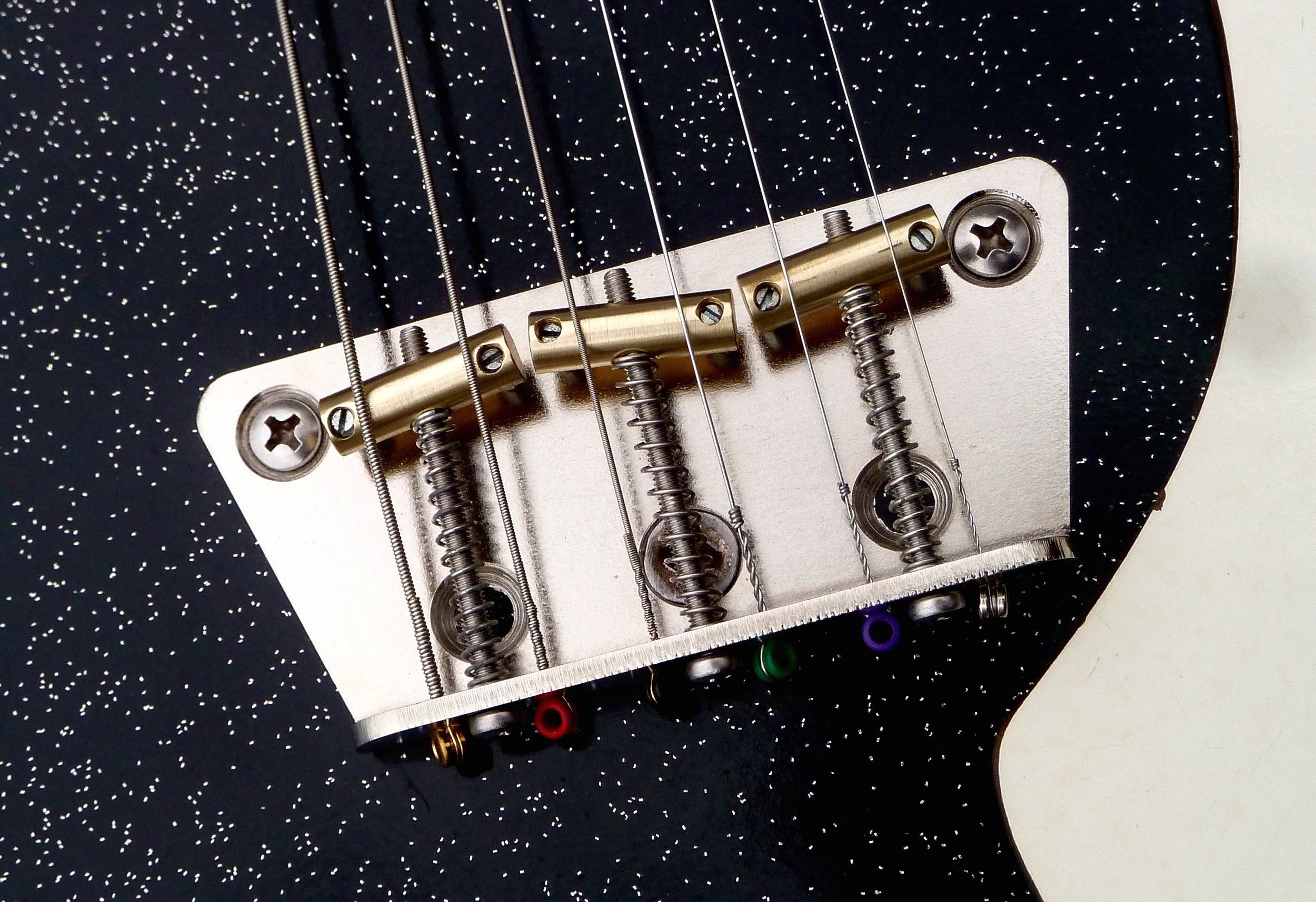 DRB2 Danelectro Silvertone Replacement Bridge - Click here for info and to purchase the Jeff Senn designed DRB2 bridge.
