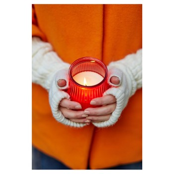 candle with hands