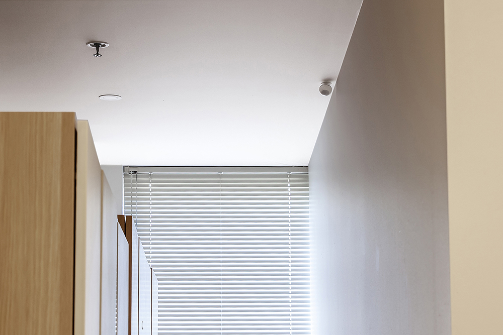 wardrobe-sensor-lighting-turn-on-off.jpg