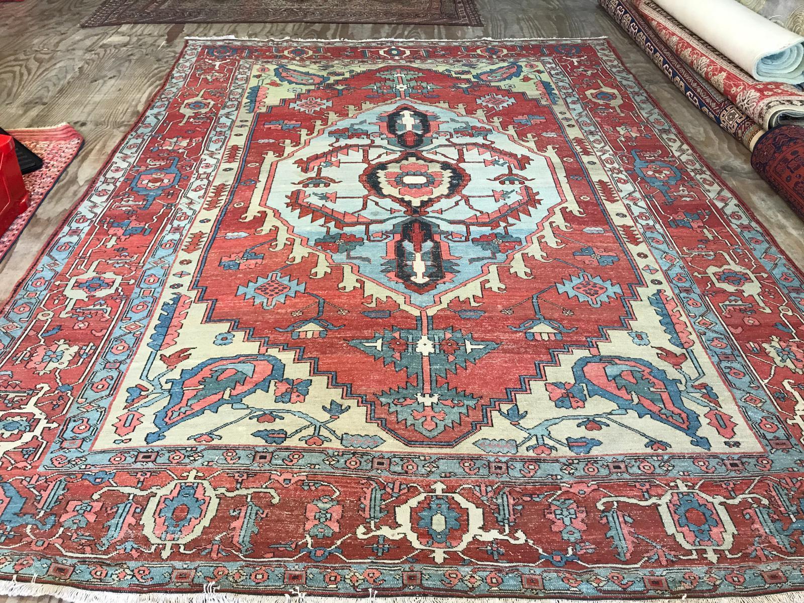 Serapi carpet antique