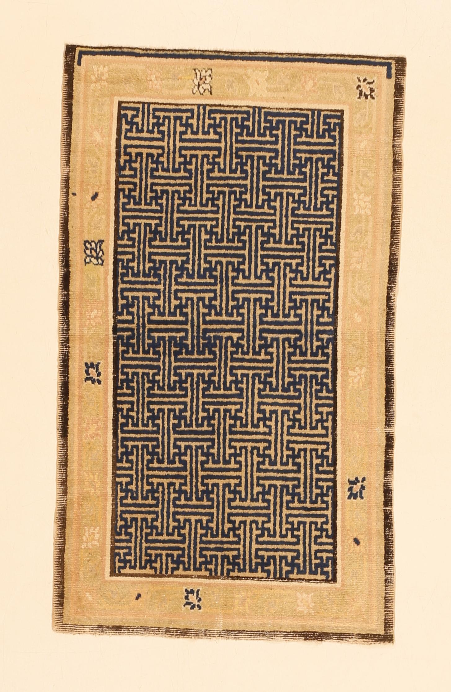 Rug with swastika lattice pattern