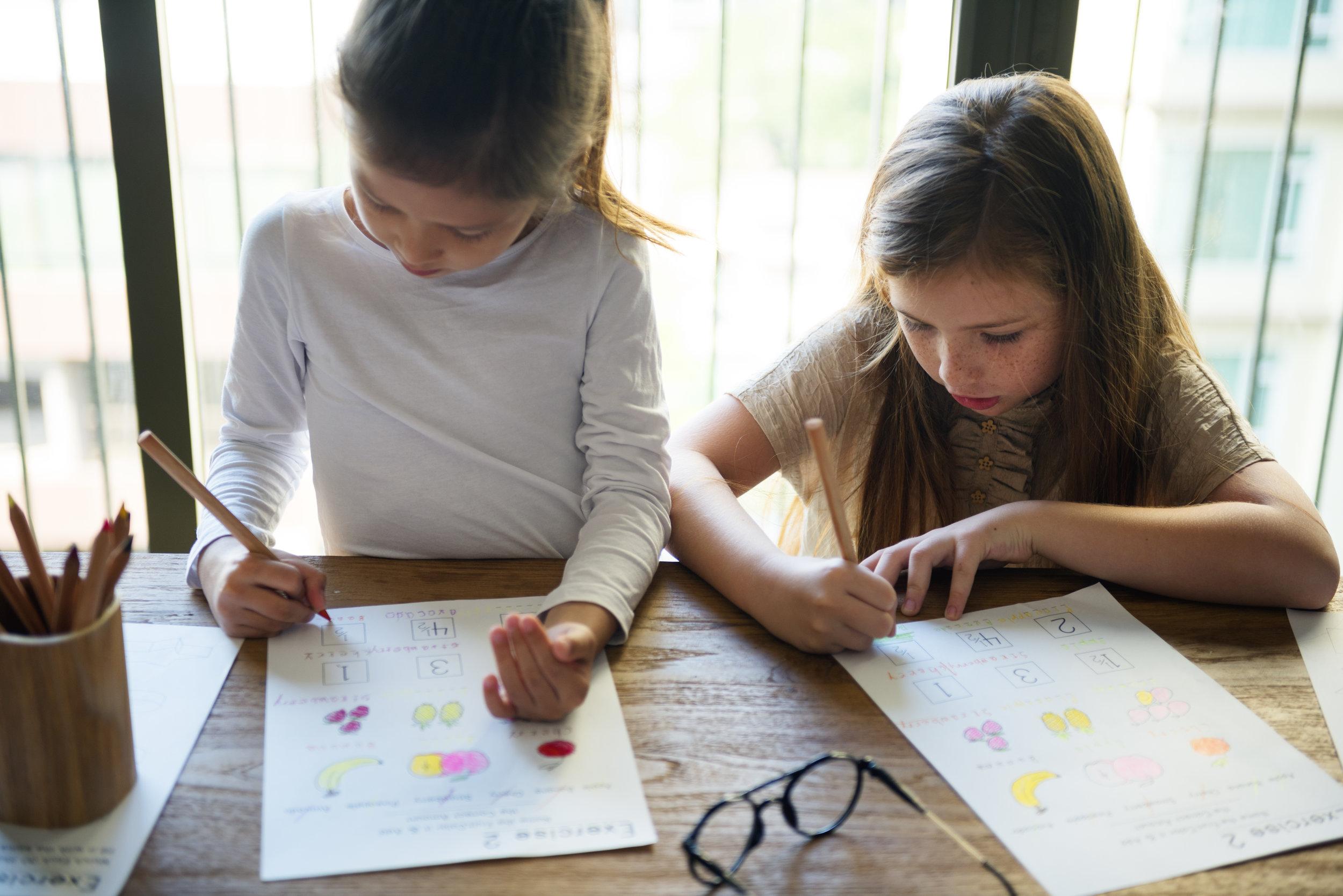 kids-learning-study-girls-concept-PY9BH73.jpg