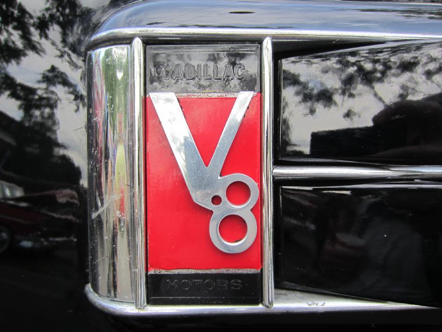 0065_cadillac_v8_logo_sof.jpg