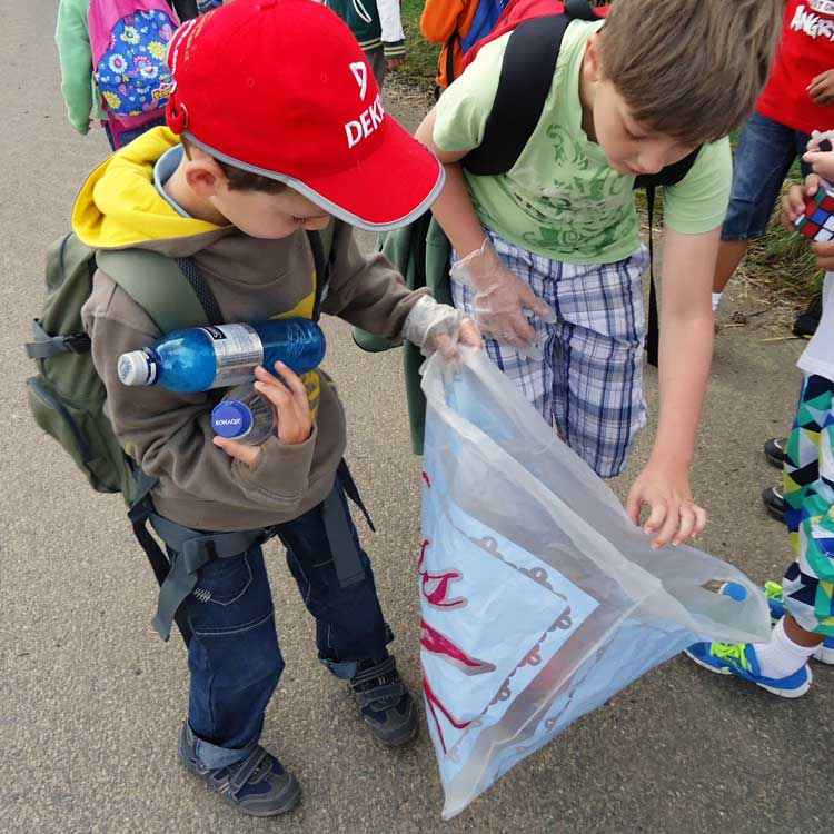 xocial_children-recycling.jpg