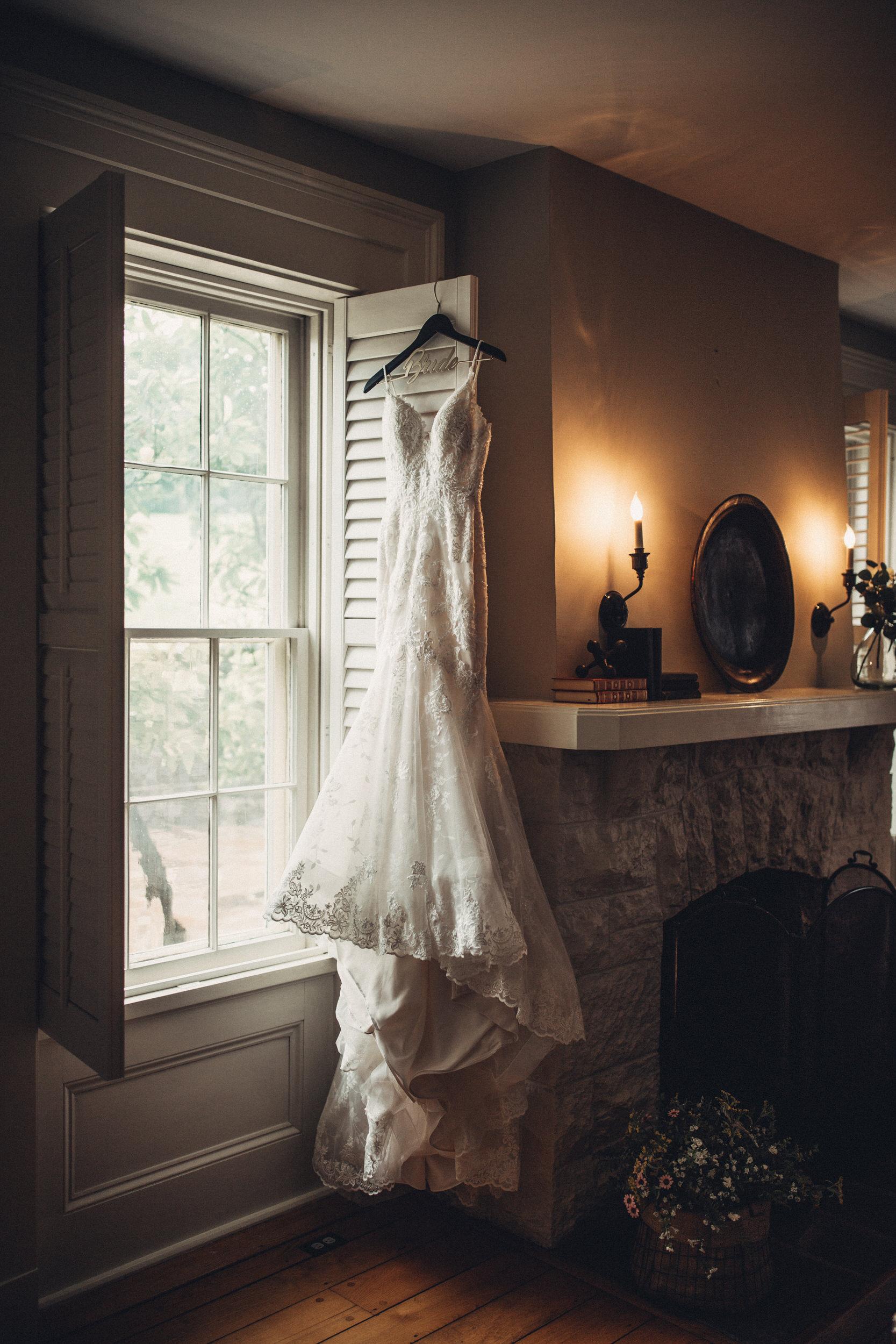 Editorial_Ohio_Farmhouse_Wedding_1.JPG