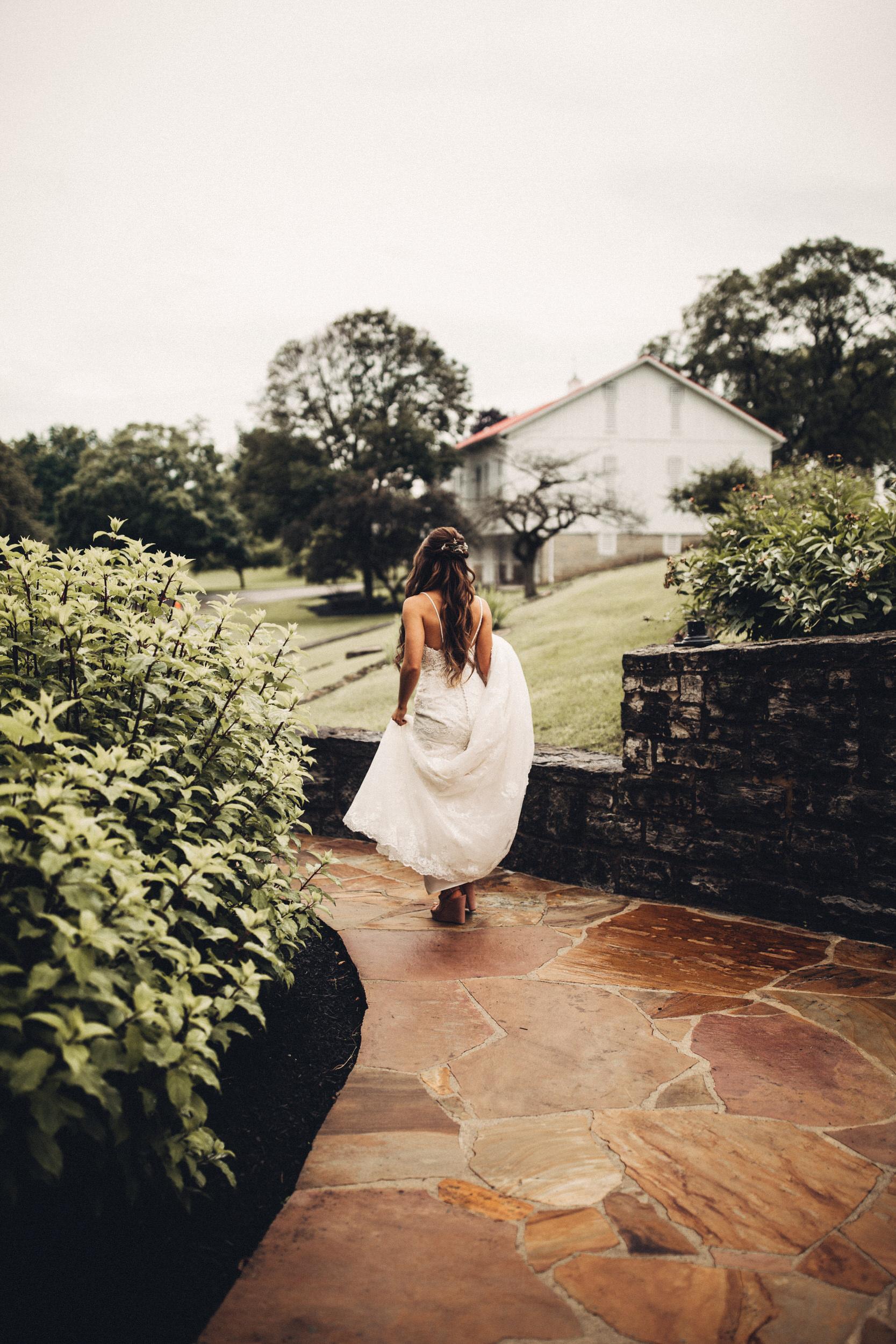 Editorial_Ohio_Farmhouse_Wedding_13.JPG