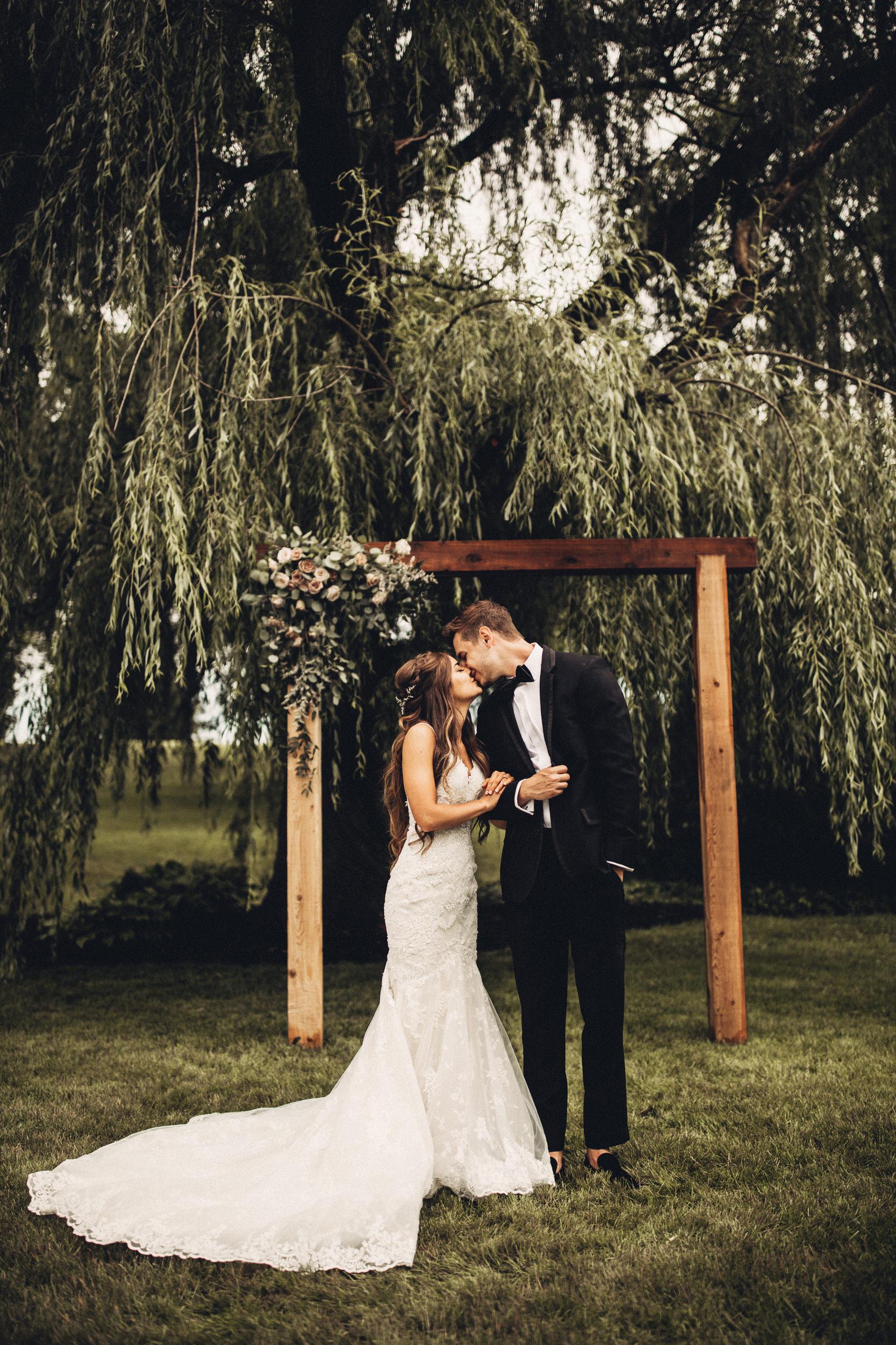 Editorial_Ohio_Farmhouse_Wedding_27.JPG