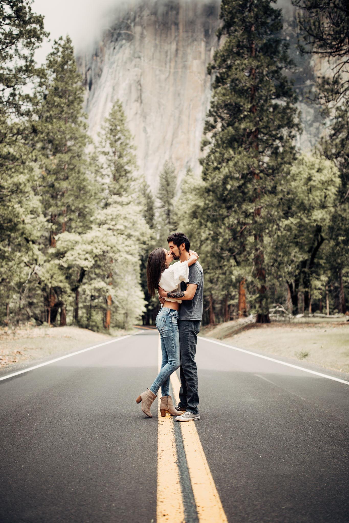 Yosemite-engagement-session-lauren-and-tom87.jpg
