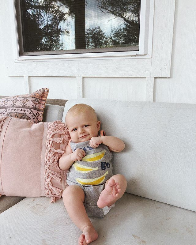 Porch hangs 👶🏼✌🏻 swipe to see beautiful lashes.