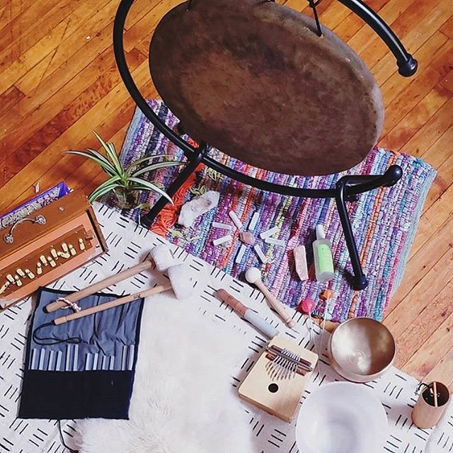 Sound bath time ✨🎶😊 Spreading the blessings with sacred vibration. . . . Repost and photo from @christinalovelyreiki:  In buddhism, it is believed that touching sacred objects like relics & prayer wheels spread blessings throughout the world.  Monday's Meditation I believe that these sound guides spread blessings when played in meditation sound baths. . . . #shrutibox #soundhealing #soundbaths #soundhealingmeditation #vibrationalhealing #throatchakra #meditation #soundtherapy #shrutibox #energyhealing #findyourvoice #beyourownhealer #speakyourtruth #shrutisounds #findyourfrequency #freeyourvoice #meditation #sound #deeplistening #tuningforks #humantuning #koshichimes #blessings #clearfrequencies #singingbowls