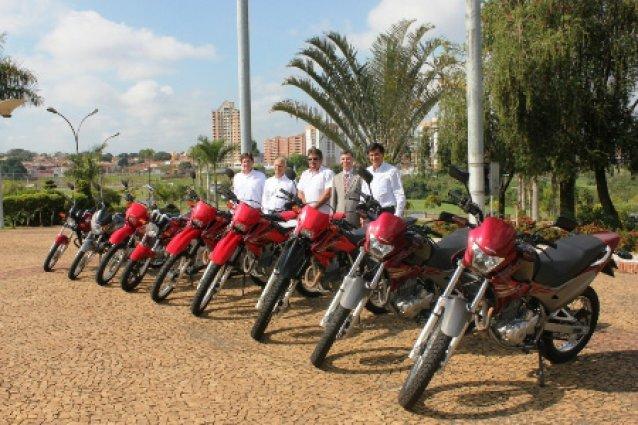 Moto Honda da Amazônia doa motocicletas para a prefeitura