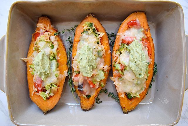 When you're in need of a no-brainer, healthy and delicious weeknight meal, I'm the plug. Put your #leftover rice to good use and stuff some baked sweet potatoes. Make these yummy potatoes for dinner and I promise you won't regret you did. Check out the recipe, on the blog now! Link in bio.