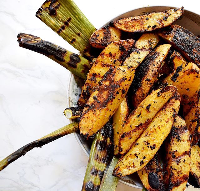 If you're looking for the perfect side dish for your Memorial Day grill-out, look no further. These gorgeous and simple Rustic Grilled Potato Wedges make the most delicious addition to any bbq, potluck, grill-out or family dinner. Check out the recipe on the blog now! Link in bio. . . . . . . . . #foodforthought #f52grams #buzzfeedfood #huffposttaste #marthafood #todayfood #foodgawker #foodporn #hungrilyhomemade #food #cooking #homemade #breakfast #lunch #dinner #foodie #food #gourmet #cook #eat #healthy #recipe #bhgfood #vegan #vegetarian #foodporn #foodphotography #eeeeeats #instafood #weeknightmeal #hungrilyhomemaderecipe #feedfeed