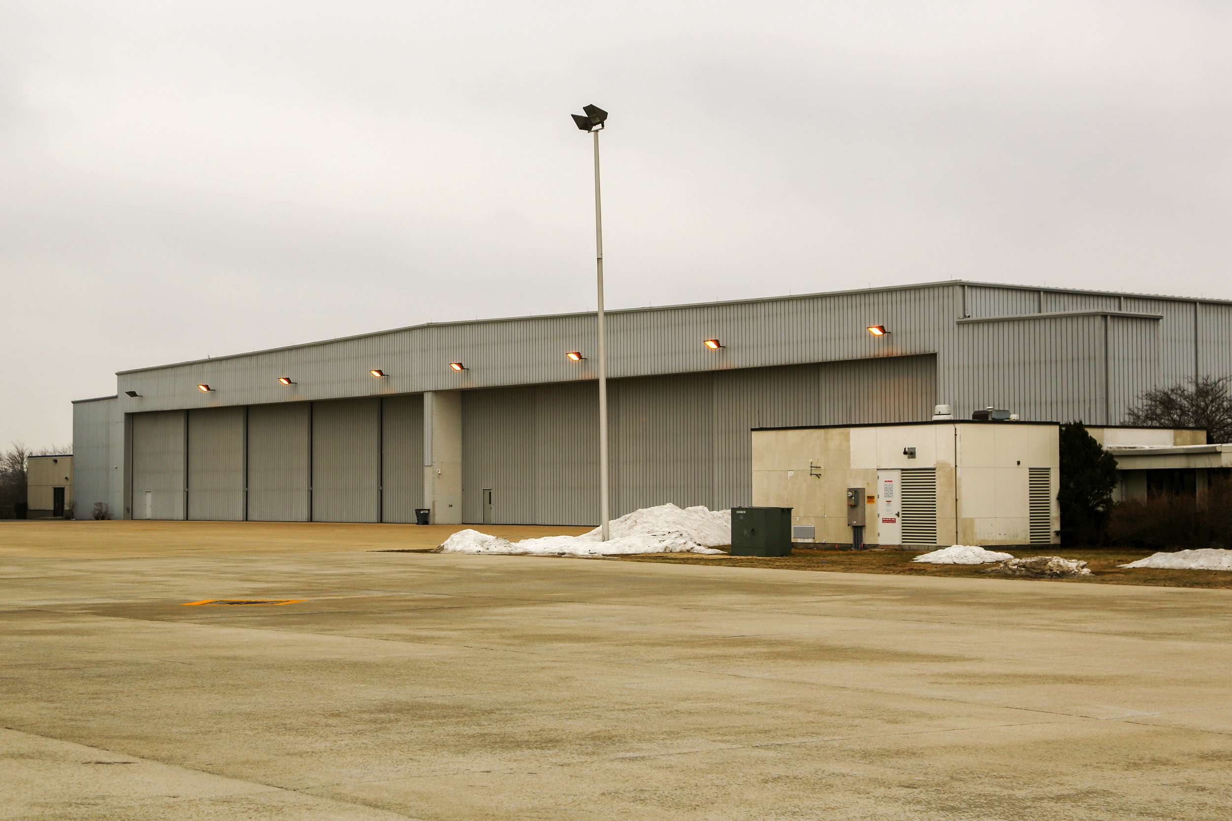 WAUKEGAN NATIONAL AIRPORT HANGAR AND CREW QUARTERS - 15,000-SF / Design-BuildWaukegan, Illinois