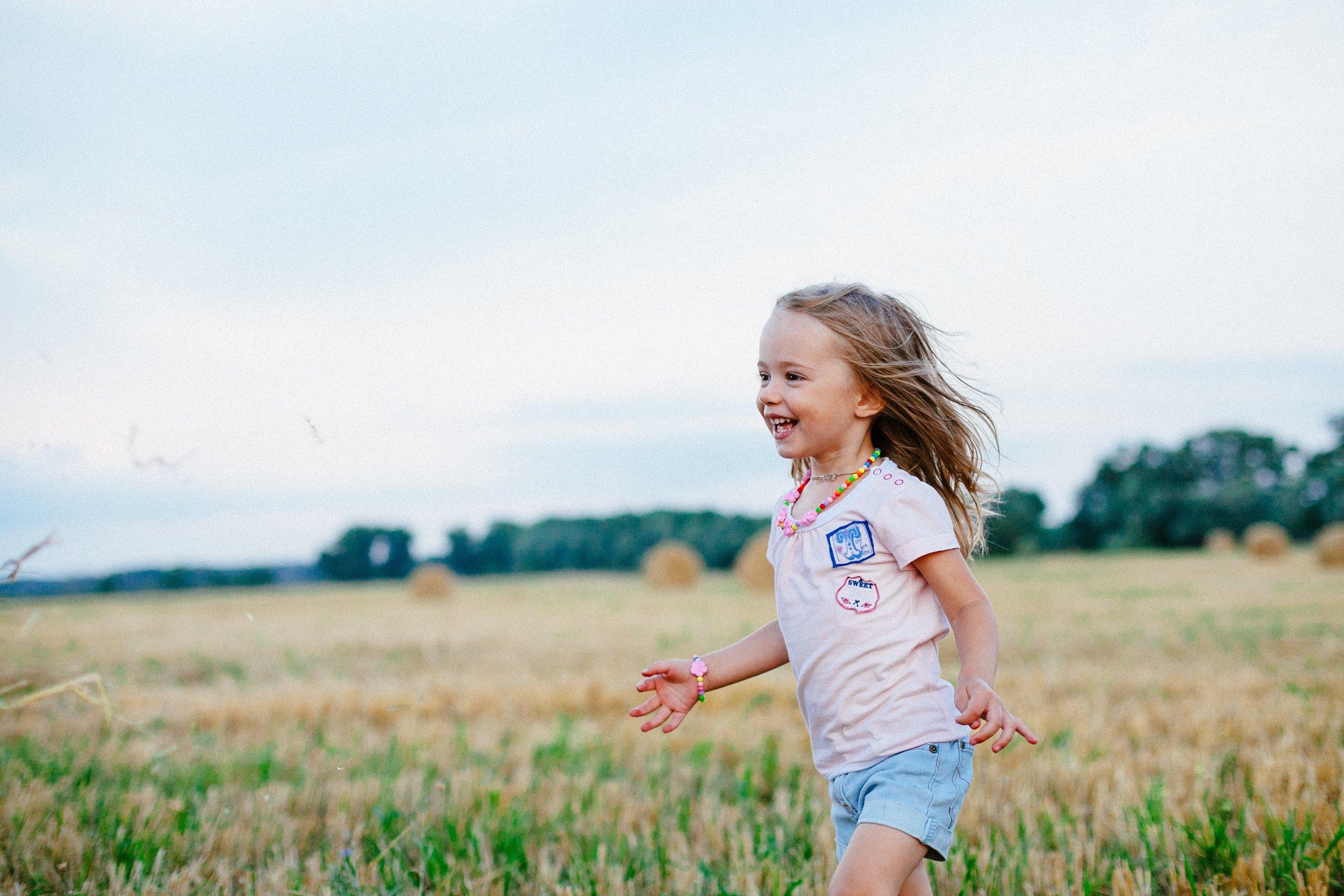 carefree-child-enjoyment-220455.jpg