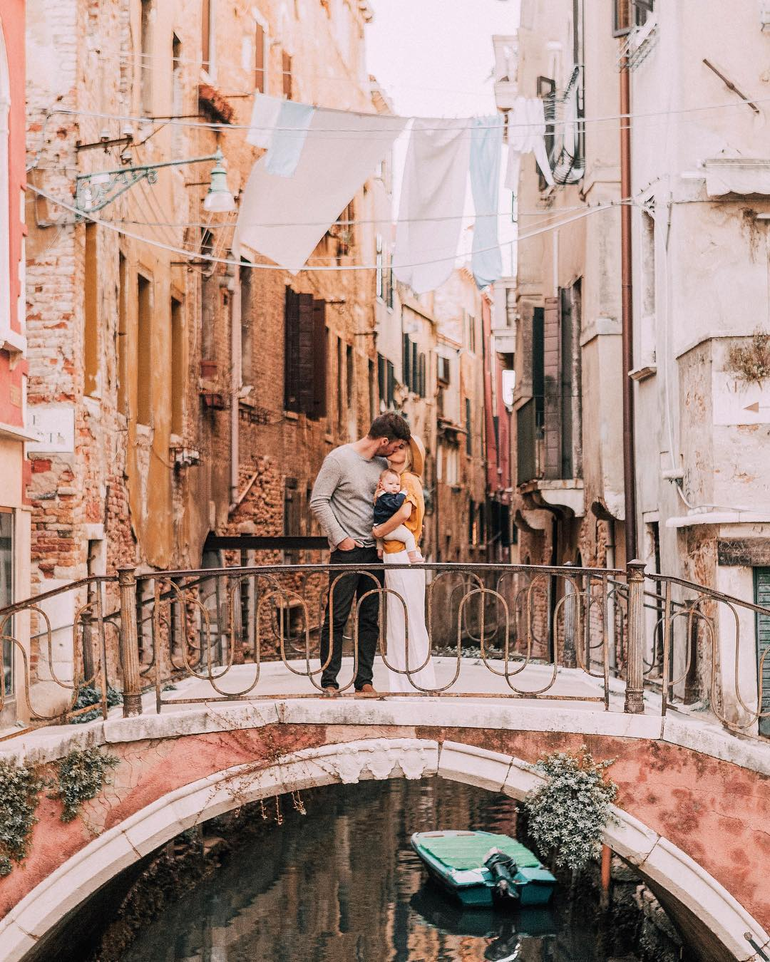 kissing in italy