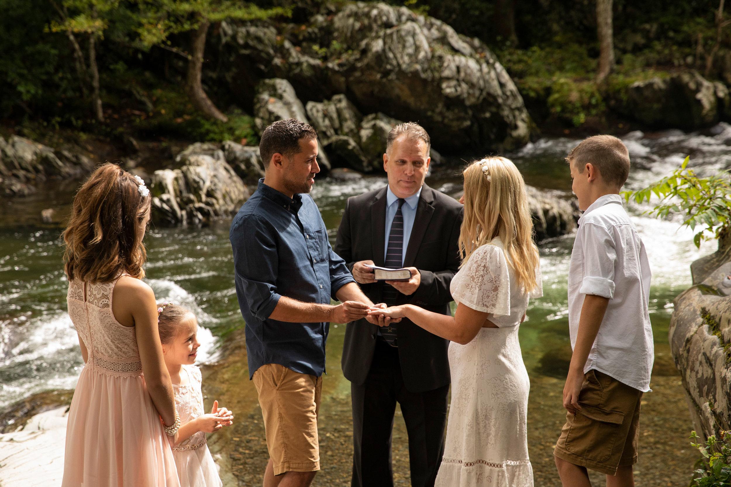 smoy-mountain-riverside-elopement-micro-wedding.jpg