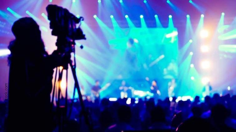 TRANSMISSÃO VIDEO EM DIRETO LIVESTREAMING - Transmita o seu conteúdo em direto para as redes sociais e interaja com o seu publico, simples e dinâmica. Pode emitir directamente para o seu website, ou rede social como o Facebook. Pode transmitir qualquer conteúdo vídeo, webcast, apresentação e lançamento de produto ou serviços.