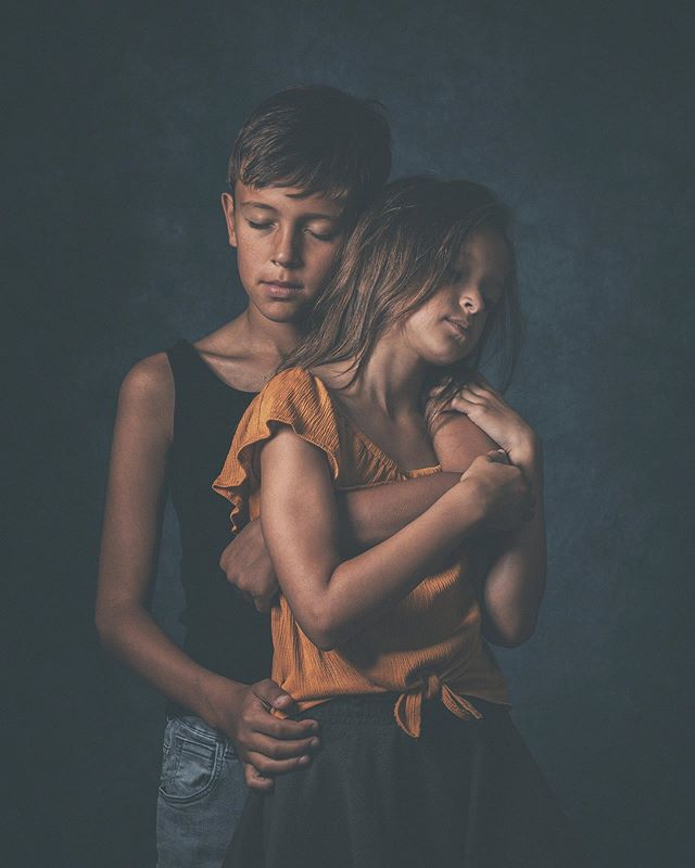 Brother and sister ❤️ #conceptualfineart #photography #fineart #family #storytelling #love #protection #sensitive #canon #brother #sister #studio