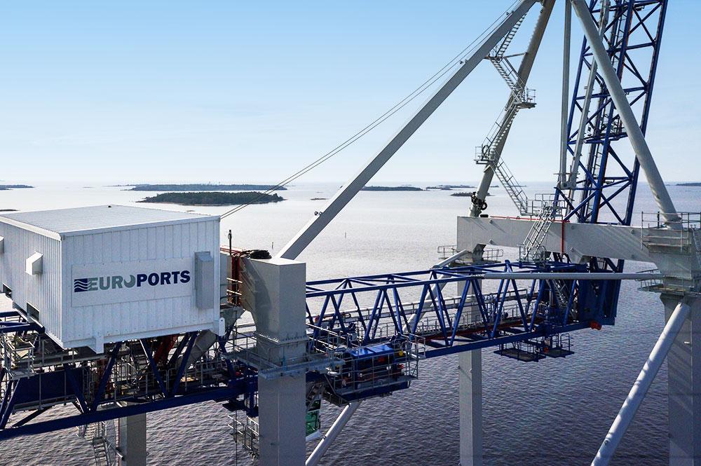 SATAMAOPERAATIOT - Euroports Finland Oy hoitaa kaikki satamaoperoinnissa tarvittavat palvelut Raumalla ja Pietarsaaressa: lastinkäsittelyn, varastoinnin, varustamopalvelut, kansainväliset kuljetukset ja tullivarastopalvelut.Suoritamme konttien, trailereiden, kappaletavaran, bulkkitavaran ja erilaisen kone- ja projektitavaran lastinkäsittelyyn ja huolintaan liittyvät toimenpiteet.Varustamopalveluita saat meiltä ympäri vuorokauden, sillä laivanselvittäjämme ovat tavoitettavissa 24/7. Edustamme yli 40:ää eri varustamoa ja selvityksessämme on vuosittain yli 1 000 alusta.Normaalin kappaletavara- ja suuryksikkövarastoinnin lisäksi tarjoamme nykyaikaiset varastot luokiteltujen (IMDG) tavararyhmien varastointiin sekä tulliterminaali- ja tulli-varastopalvelut.