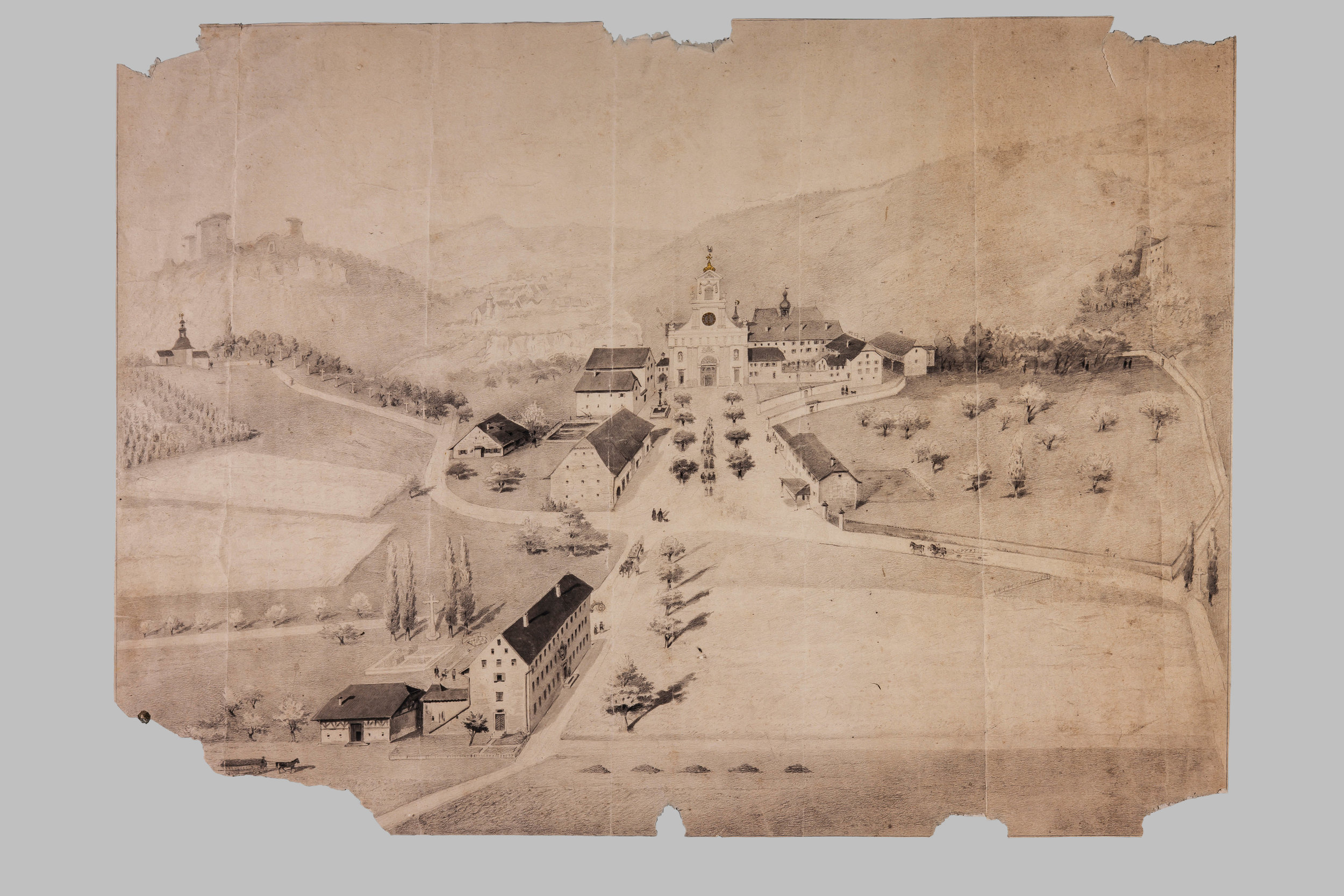 Vogelschau auf das Kloster Mariastein mit dem ehemaligen Pilgerwirtshaus im Vordergrund