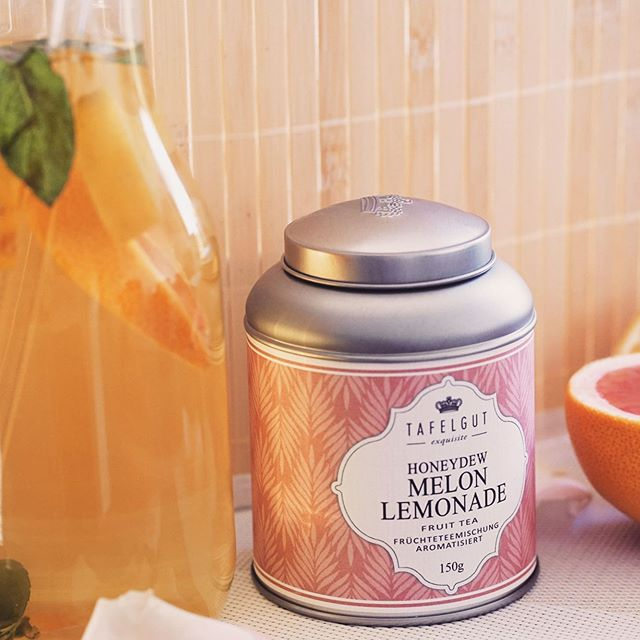 Etwas für die Seele an diesen wechselhaften Tagen: Melonen Tee. Schon allein der Geruch ist ein Erlebnis. Wir haben daraus auch einen Melonen Eistee gemacht und können ihn nur empfehlen! 🍉 ❤️ Nachtrag: Wir lieben die neuen umweltfreundlichen Trinkhalme aus Glas!  #nachhaltig #savetheplanet #melone #tee #tea #basel #zurich #zurichblogger #baselblogger #fitness #abnehmen #healthylifestyle #healthyfood #fitnessfood #lowcarb #swissfitness #soulfood #eistee #icetea #foodies #frauenfitness #fitnessgirl #veganfood #vegan #veganswitzerland