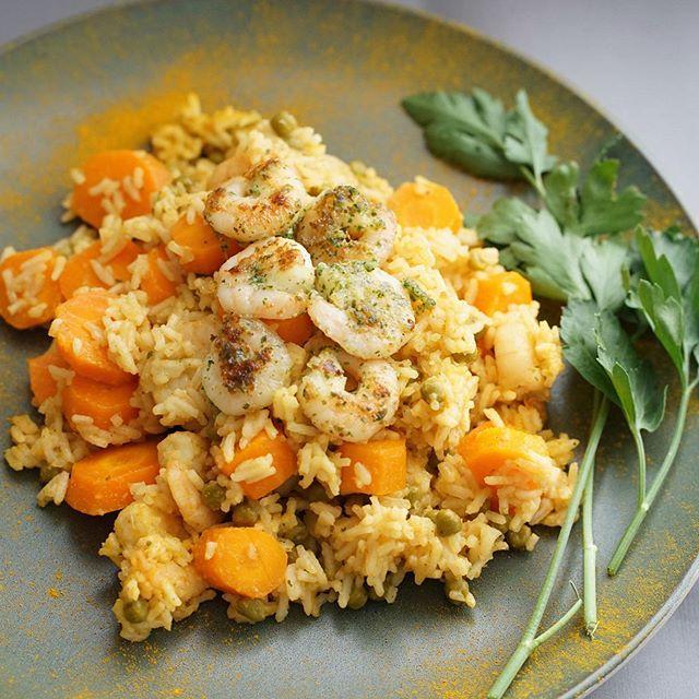 Noch kein Idee, was du heute Abend kochen möchtest? Wir empfehlen die Reis 🍚 mit Shrimps 🦐, Erbsen und Karotten 🥕😍❤️ Shrimps enthalten sehr viel gutes Eiweiß und kaum Fett und Kohlenhydrate! 💪🏼 #shrimps #garnelen #reisgerichte #karotten #erbsen #eiweiss #protein #healthylifestyle #healthyfood #gesundundlecker #lowcarb #lowcarbrezepte #basel #baselblogger #fitness #gesundheitszentrum #ladylifetraining #ladylifetrainingbasel