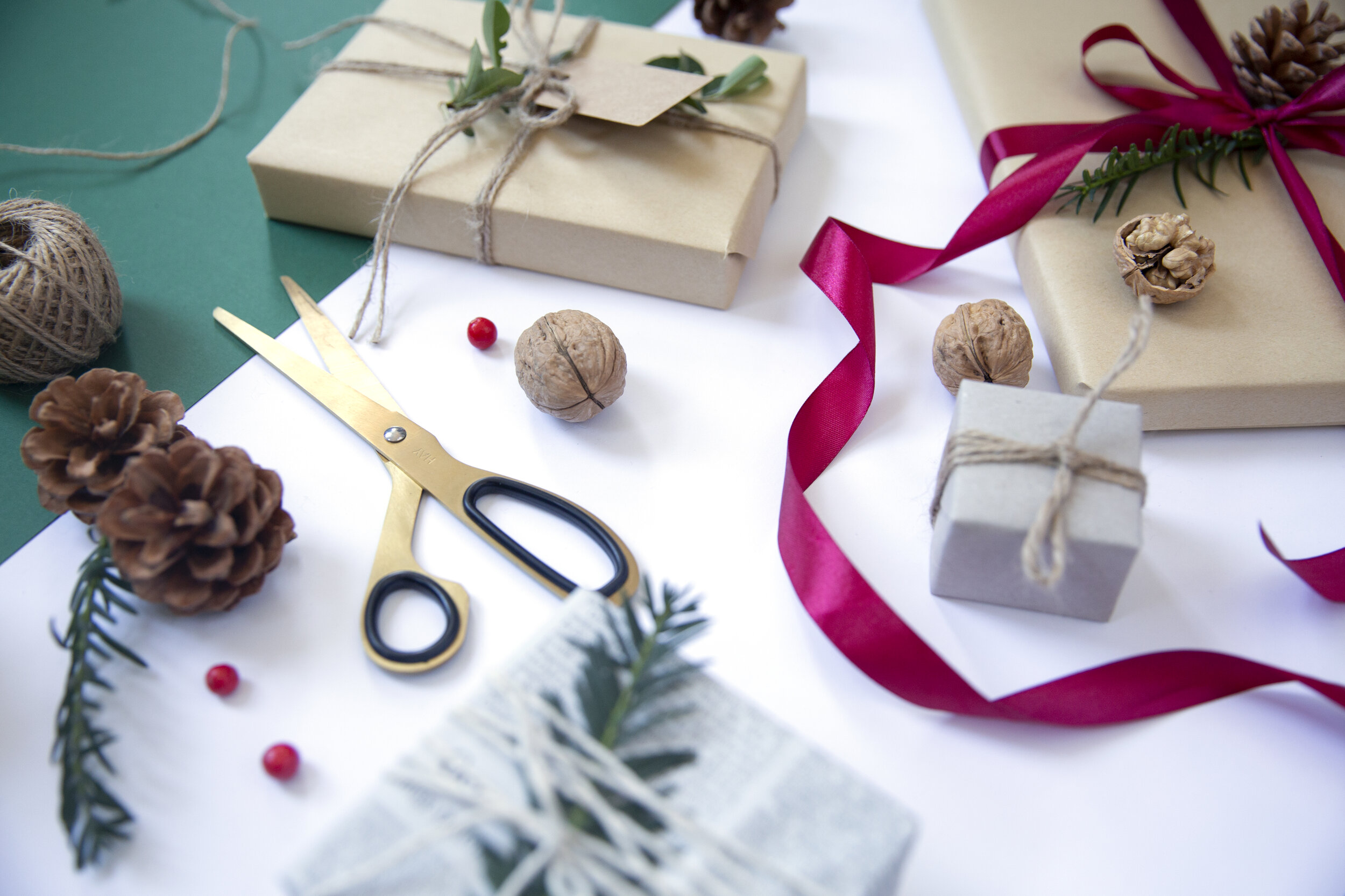 sustainable christmas gift wrapping WORKSHOP - Looking for something fun to do this festive season? Join me for a Sustainable Christmas Gift Wrapping Workshop at SMUG Design Store on Saturday 7th December.This workshop will give you the inspiration and tools you need to wrap your gifts this year with the planet in mind. There are plenty of ways to wrap your gifts more ethically (and save a few pennies along the way), whilst still making sure they look great under the tree.
