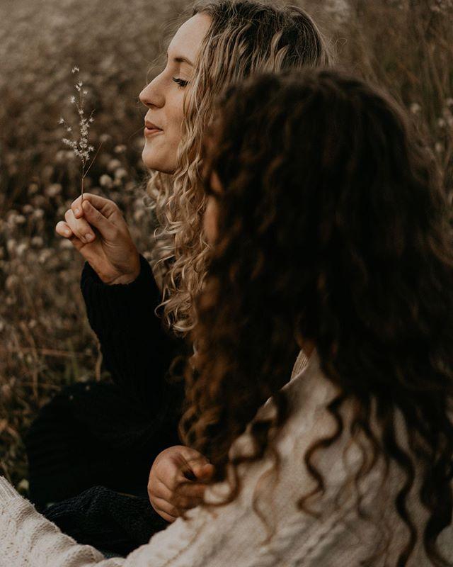 Make a wish ✨ . . . . . . . #loveandwildhearts #lifestyle #lifestylephotographer #familyphotography #thatssodarling #love  #bestfriendgoals #bestfriendportraits #muchlove_ig #authenticlovemag #adventurouslovestories #dirtybootsmessyhair #adventurousstorytellers #belovedstories #lblcollective