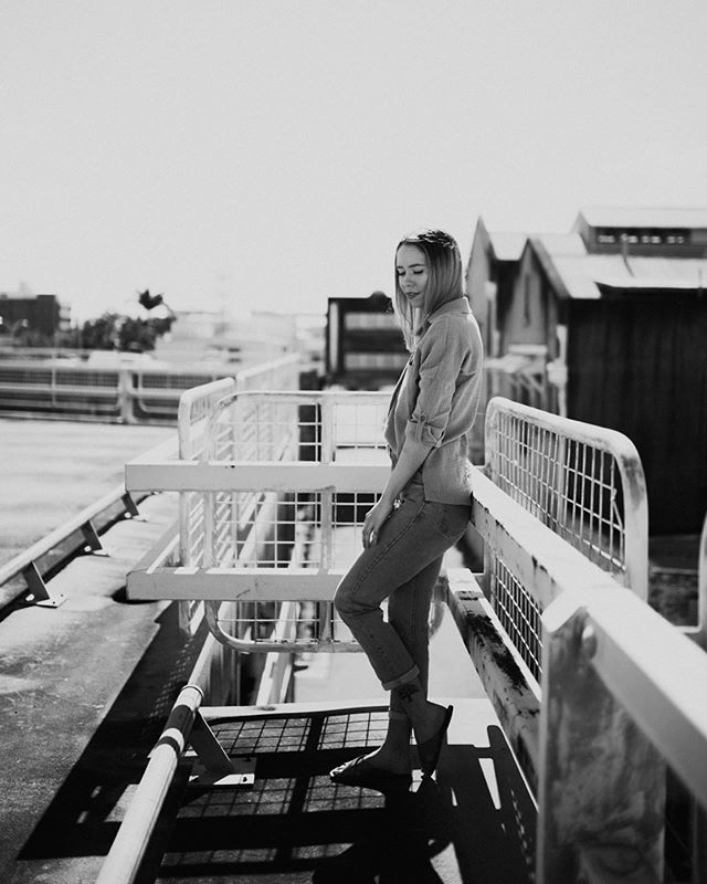 I've been really digging B+W lately 👏🏻 . . . . . . . #lifestyle #lifestylephotographer #qld #centralqueensland #qldfolk #style #folkportrait #portrait_vision #blackandwhite #blackandwhiteportrait  #lifestyleportraits #globepeople #globeportraits #moodyports #lblcollective