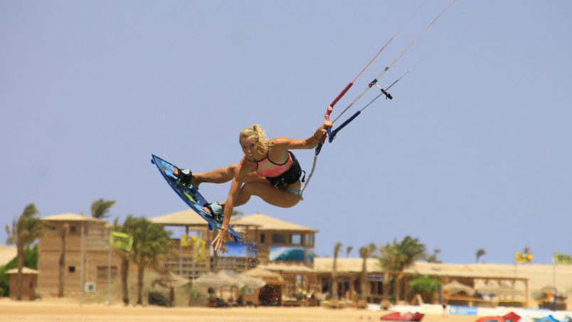 Kitesurfing-coaching-holiday-intermediate-to-advanced-intense-coaching-980x452.jpg