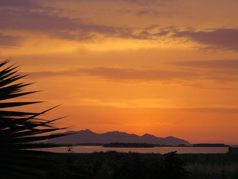 kitesurfing-coaching-holiday-stunning-sunsets.jpg