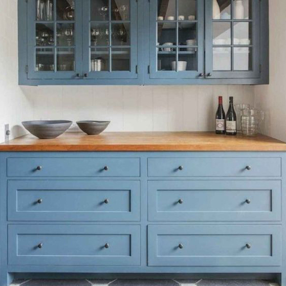UPDATING OLD KITCHENS - Rejuvenate an old kitchen with new painted doors and handles, update the worktops for a total transformation!