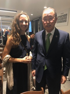 Charlotte Rønje together with former UN general secretary Ban Ki-moon, who played an essential role in defining the UN SDG goals.