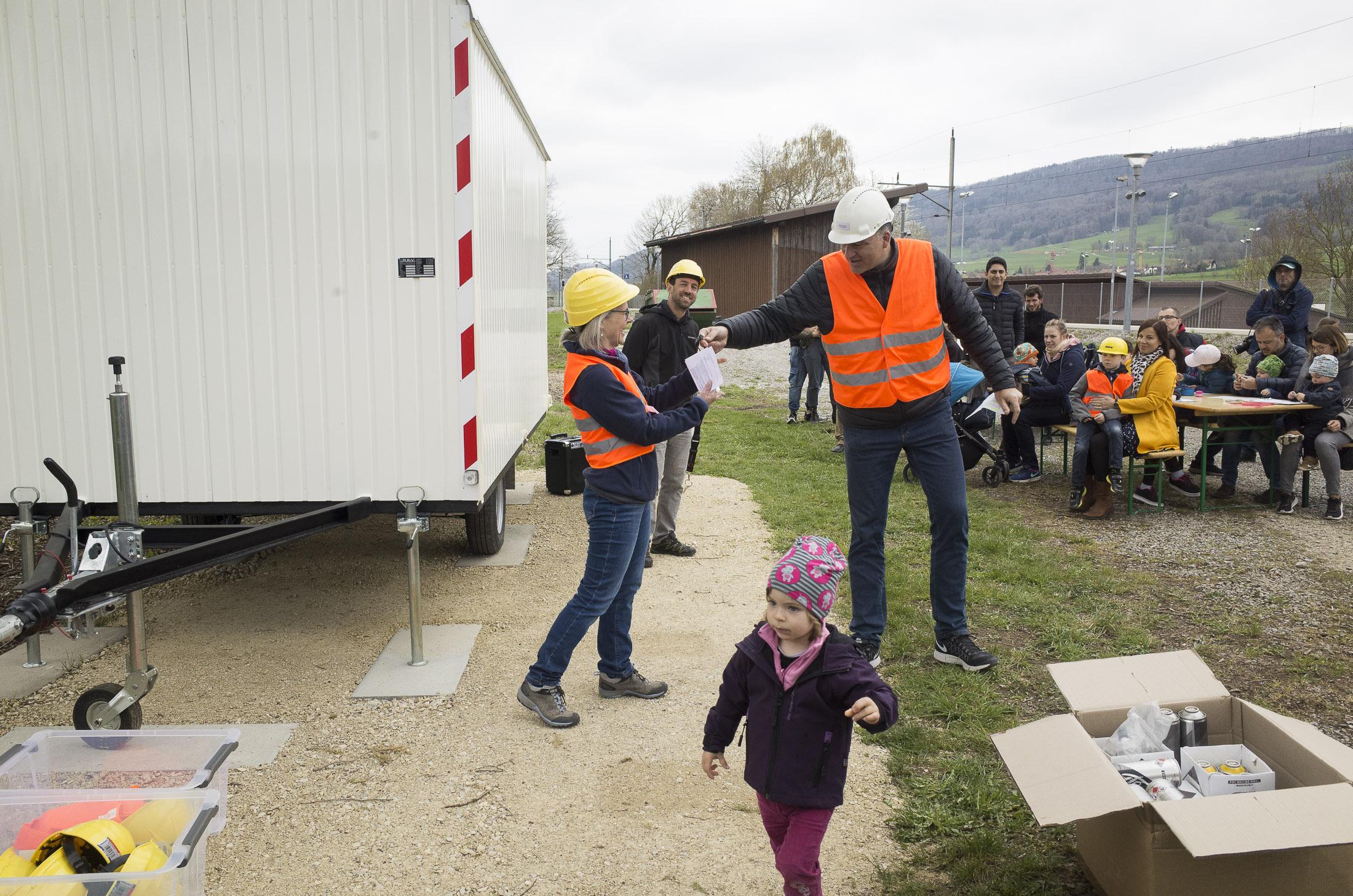 Schlüsselübergabe des Bauwagens durch Gemeinderat Martin Eberhard am 7.4.2019