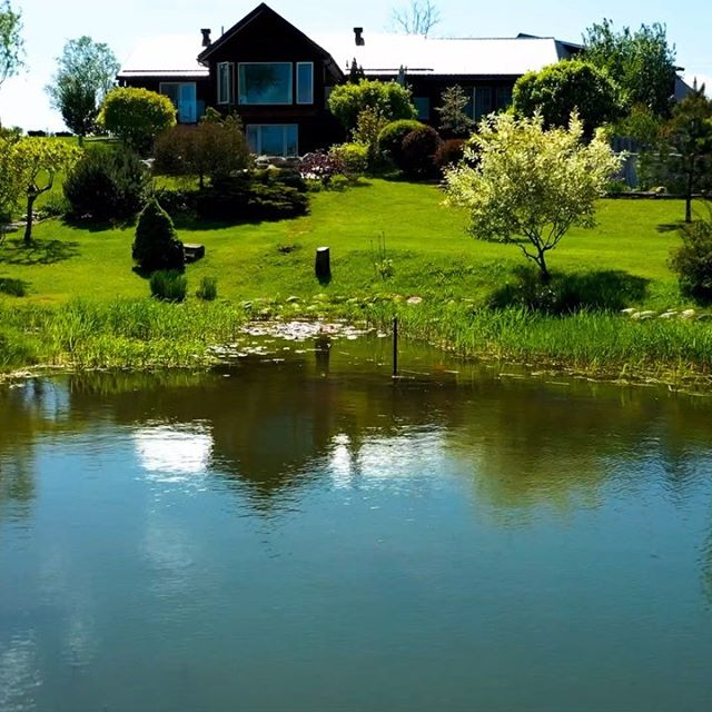 Beautiful country home 🔆 . 4 bed 4 bath just 15 minutes from Thornbury, Beaver Valley Ski Club and Blue Mountain Village ! . See link in bio 📍