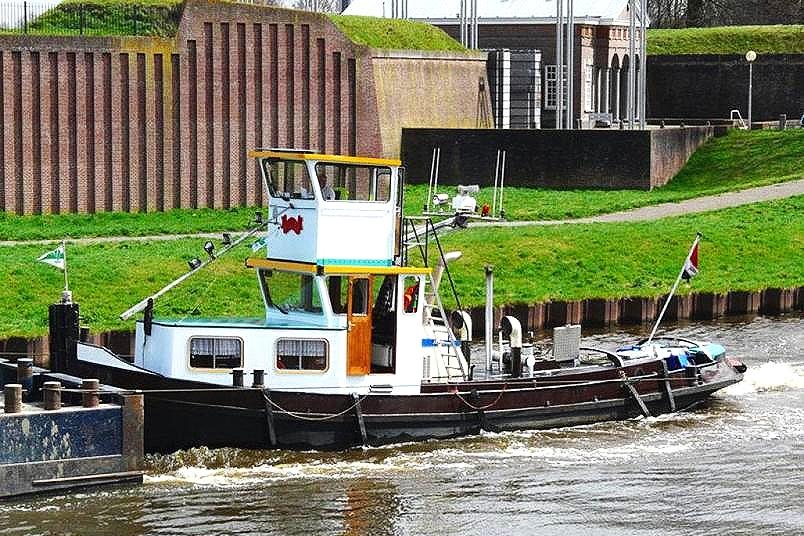 Willem - Sleepboot met duwstevenLengte: 15,89mBreedte: 3,89mDiepgang: 1,75m