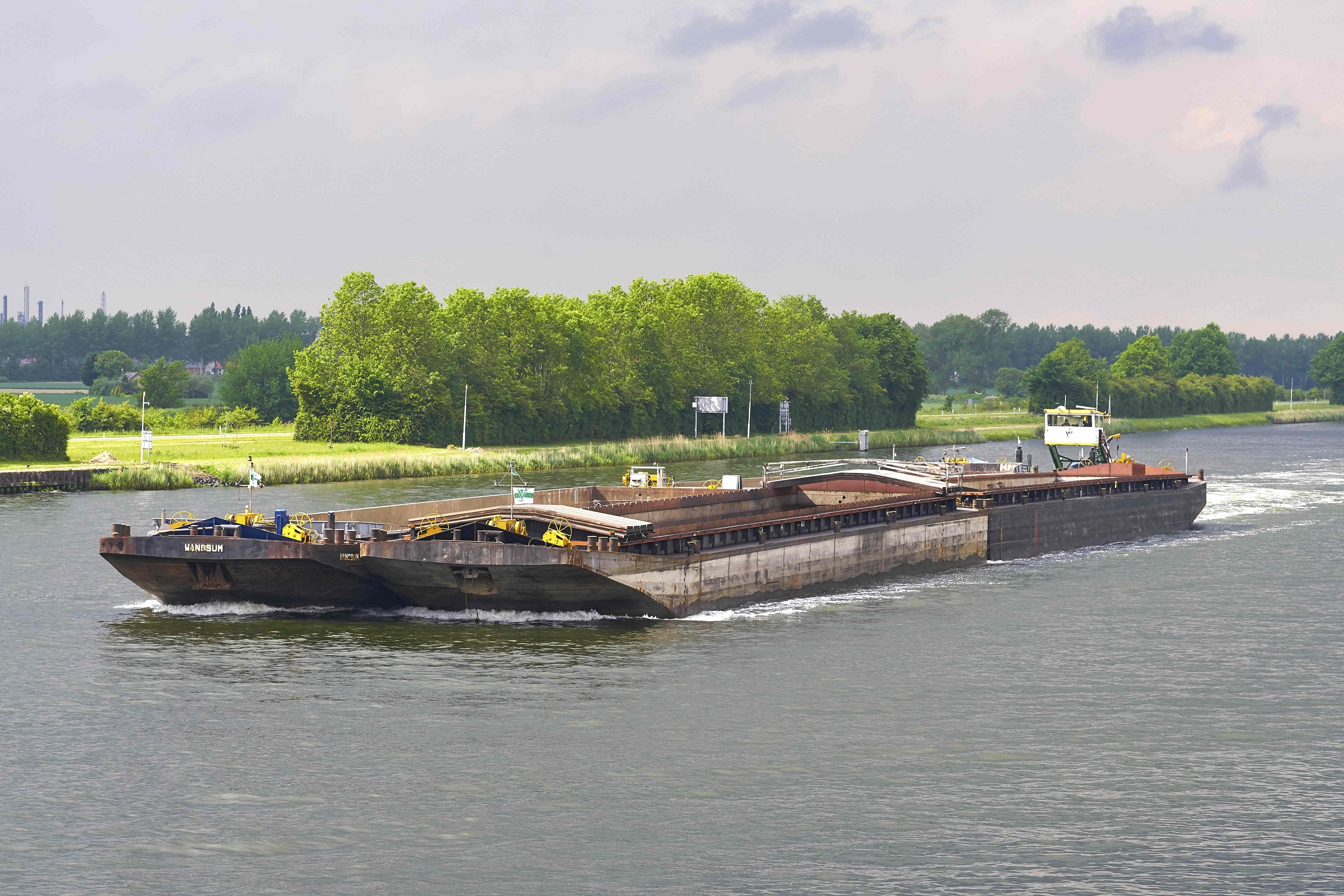 Danique F met 4 duwbakken op zeeland 102 2500px.jpg