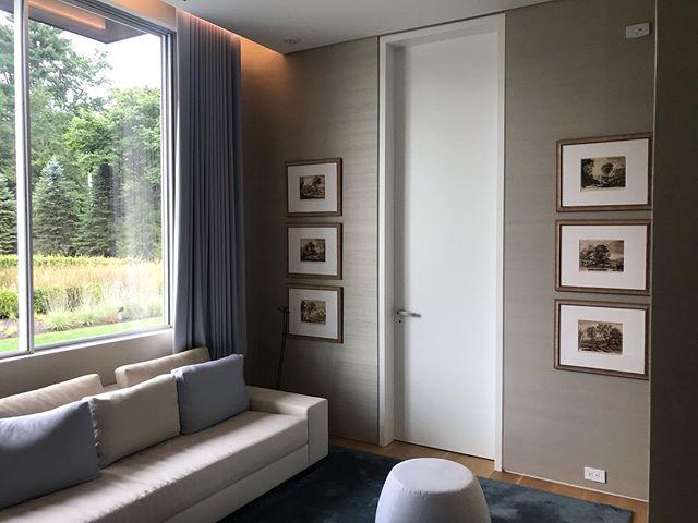 Wallpaper installation  #interiordesign #designer #interiordesigner #wallpaper #wallpapers #wallpaperdecor #sitingroom #decoração #decoradoresdeinteriores #interiordesign #papeldeparede #luxo #luxury #luxurydesign