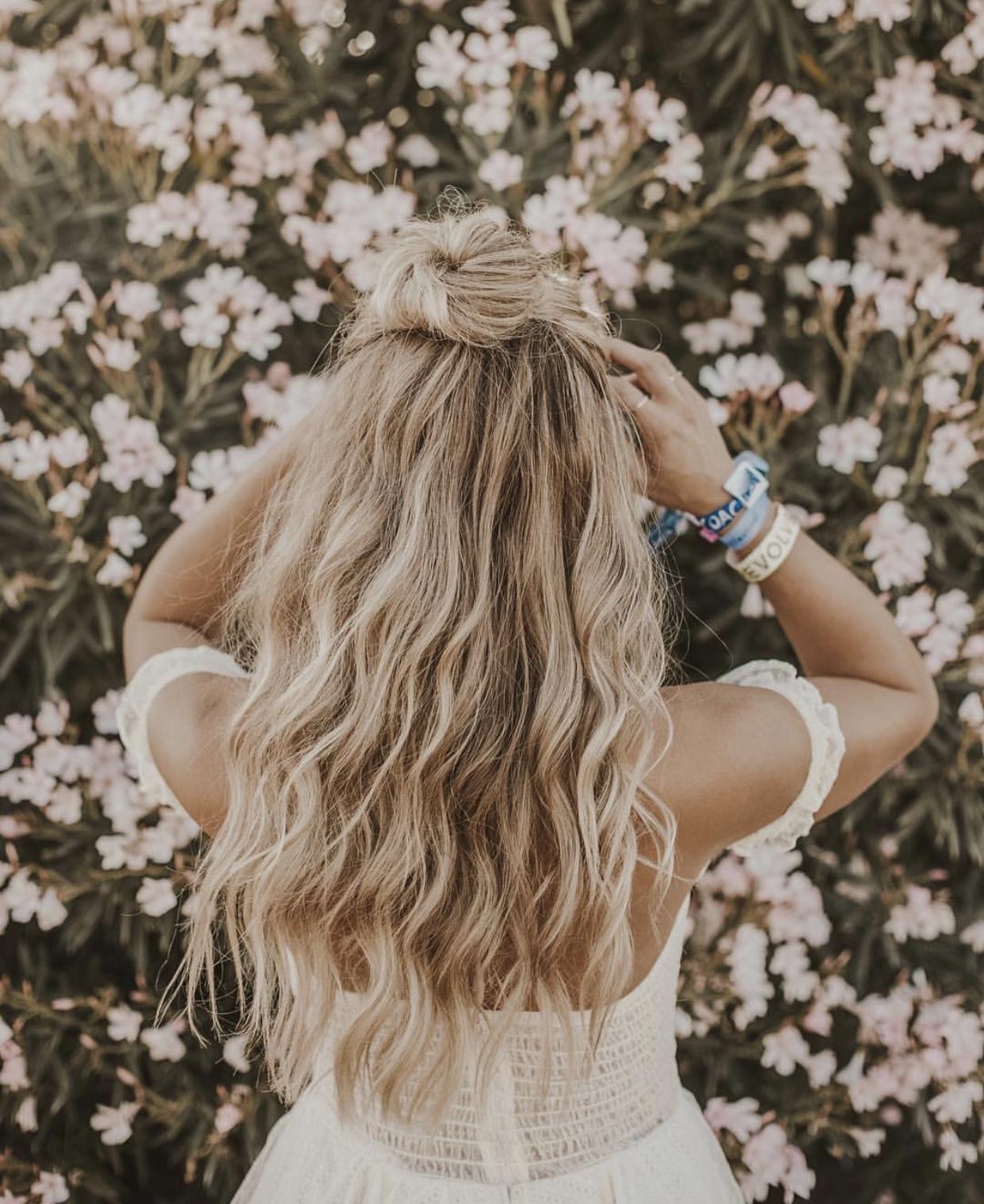 Картинки девушки со спины со светлыми волосами