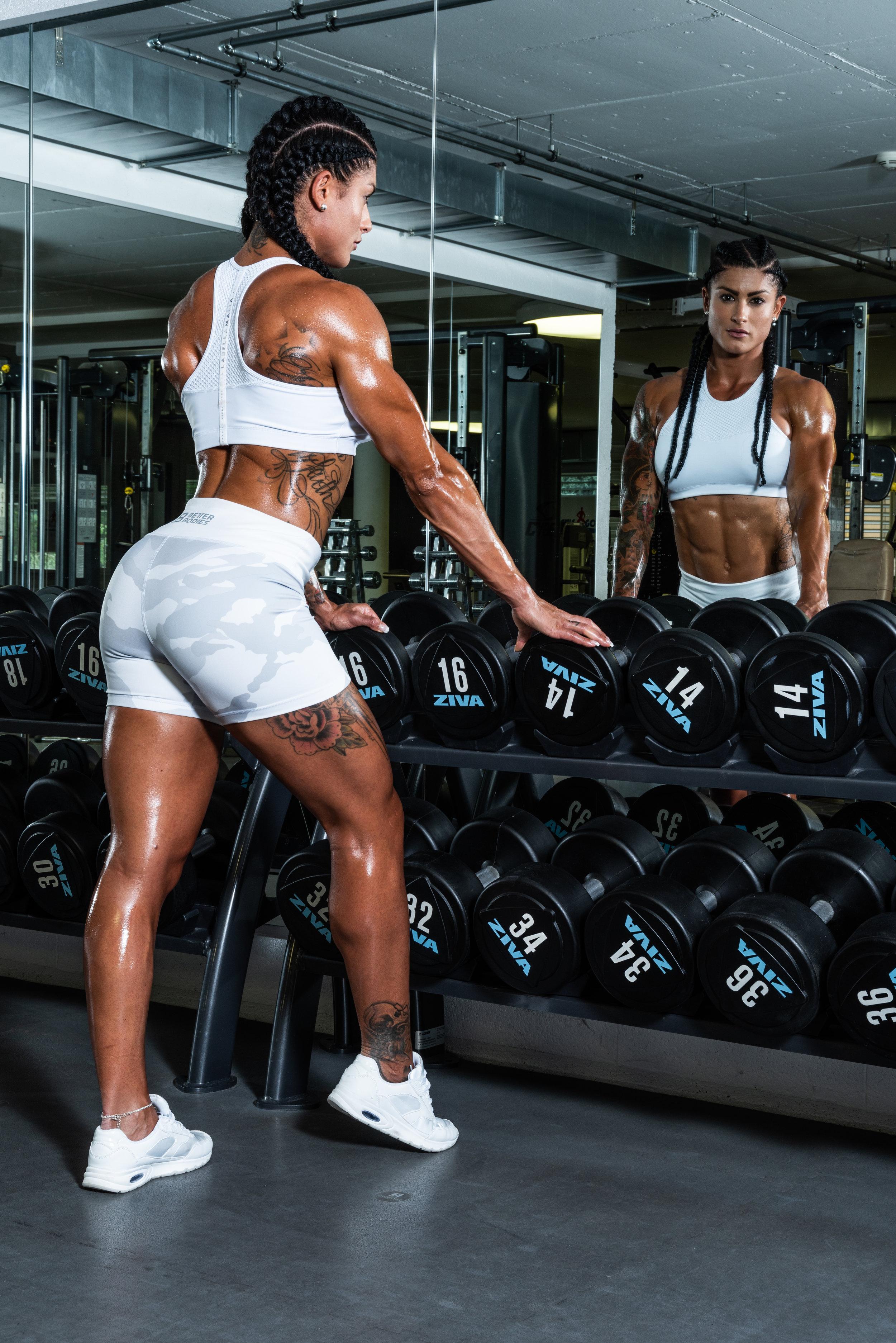 2015 / Aujourd'hui Culturisme - Poussée par un esprit compétitif, une persistance hors norme, en 2014, lorsqu'elle raccroche ses gants de karaté, elle décide de prendre un virage à 360 degré : elle se lance dans une carrière de bodybuilding.