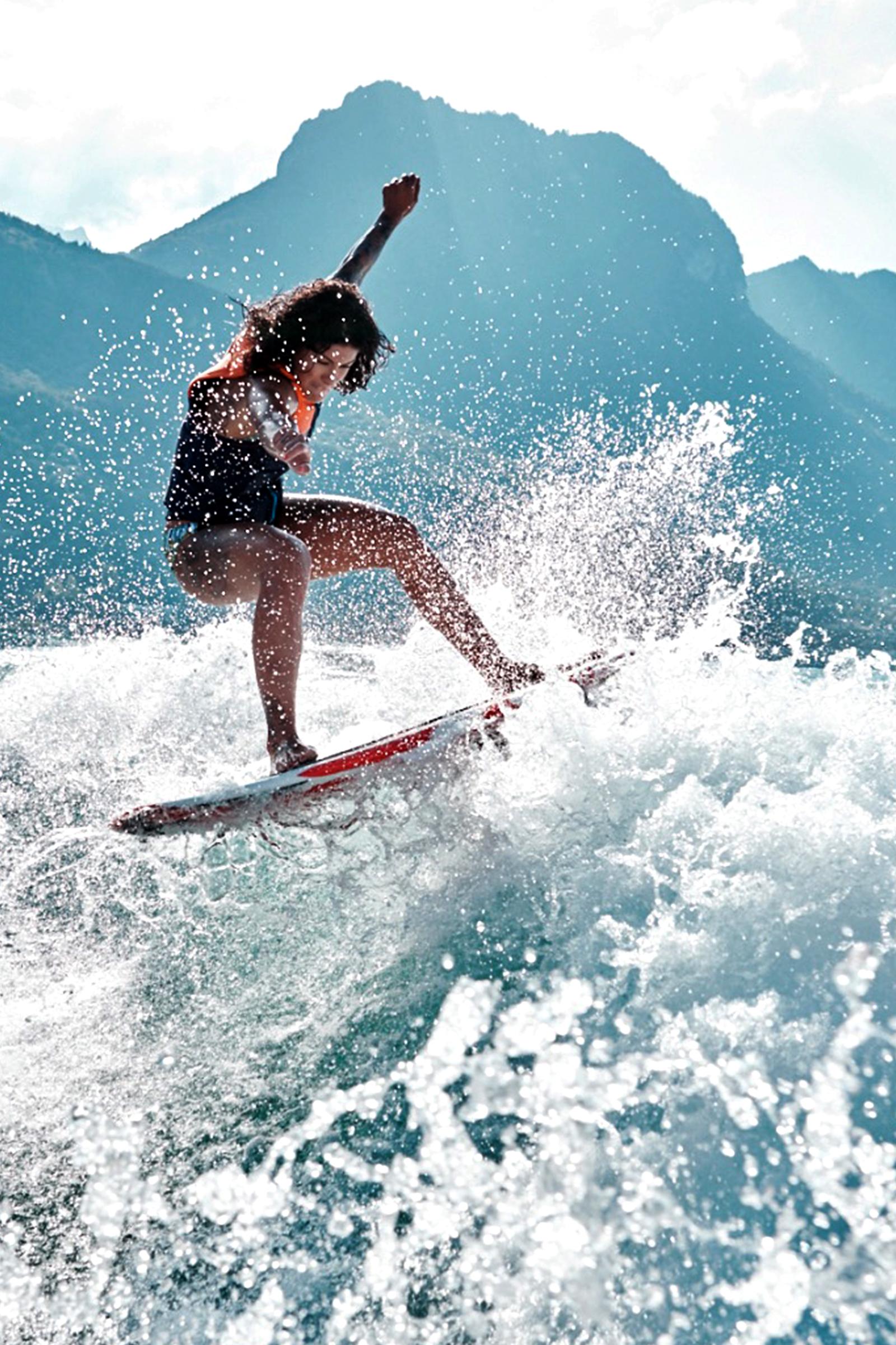 2013 / Aujourd'hui Wakesurf - Grande sportive et pleine de curiosité, elle découvre le Wakesurf en 2012, et se place rapidement parmi les meilleures dans sa catégorie (3 fois Championne de Suisse et 2 fois Championne d'Europe).