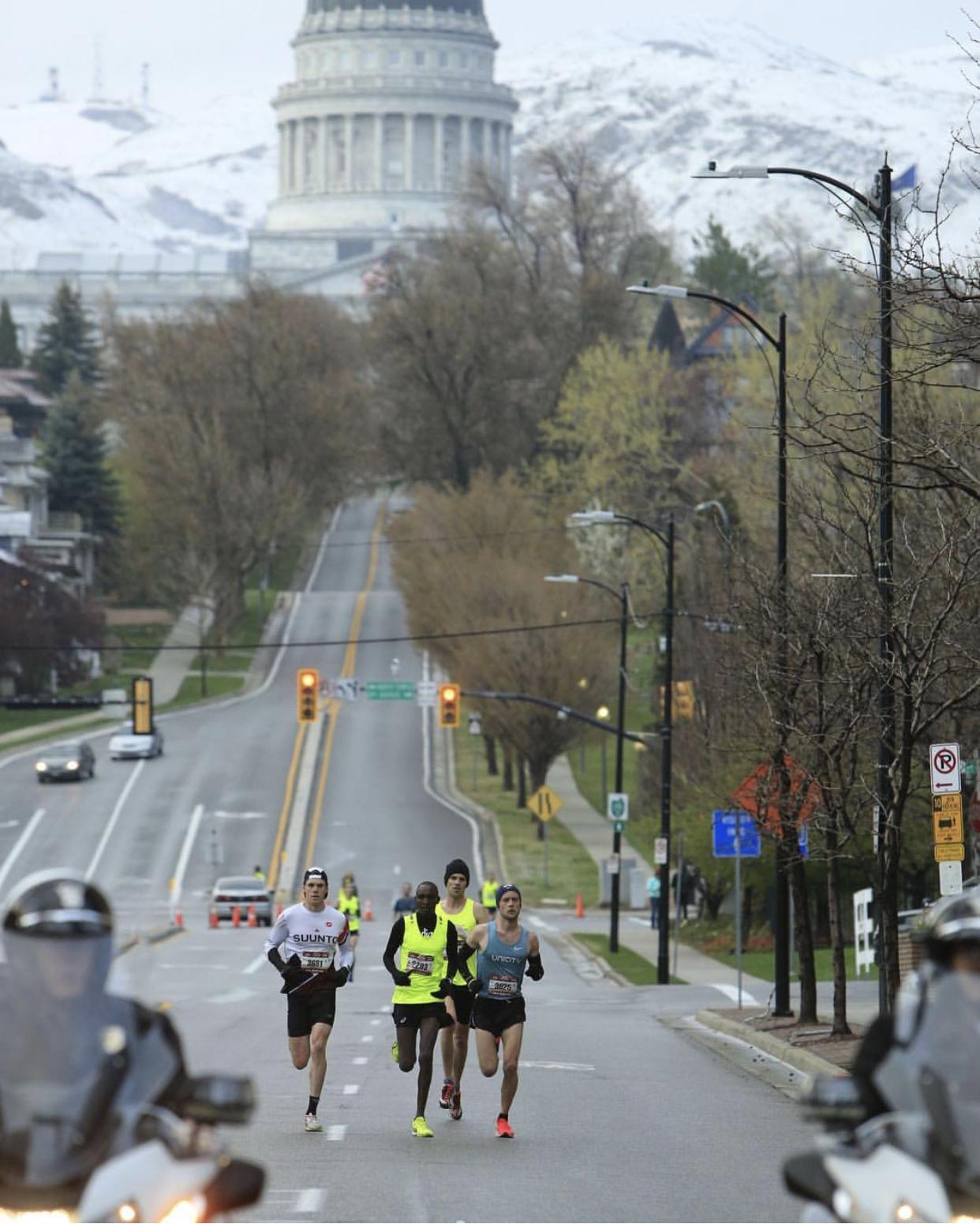Adam Olson on his way to a 6th place finish (1:09:53 half marathon)