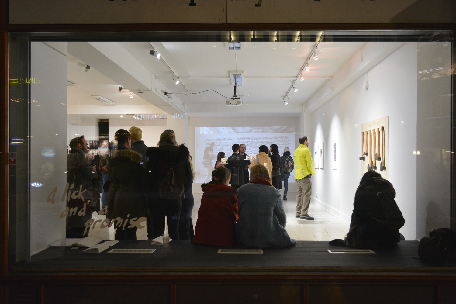 a-lick-and-a-promise-vernissage-10-web.jpg