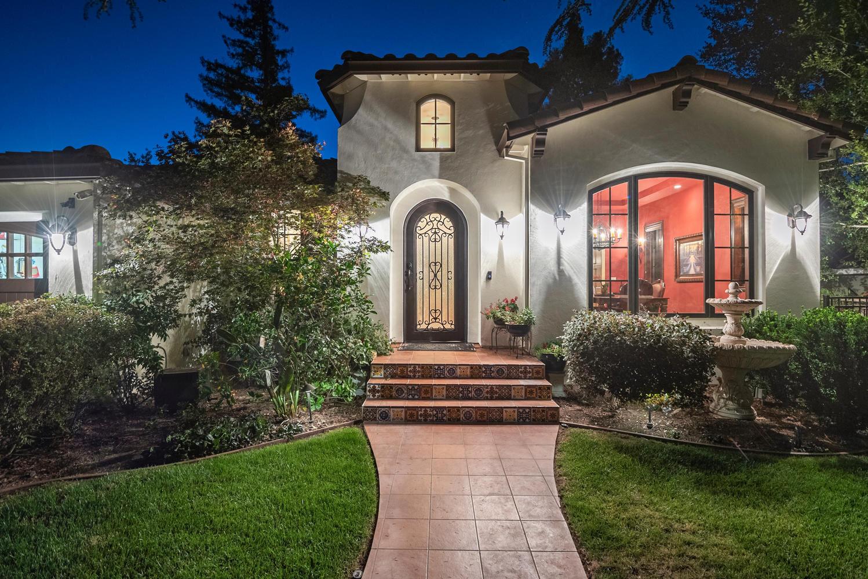 16021 Winterbrook Rd Los Gatos-large-008-054-Entry at Dusk-1499x1000-72dpi.jpg